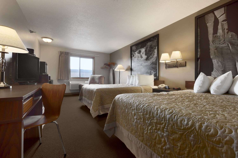 Suite - Super 8 Hotel 41st Street Sioux Falls