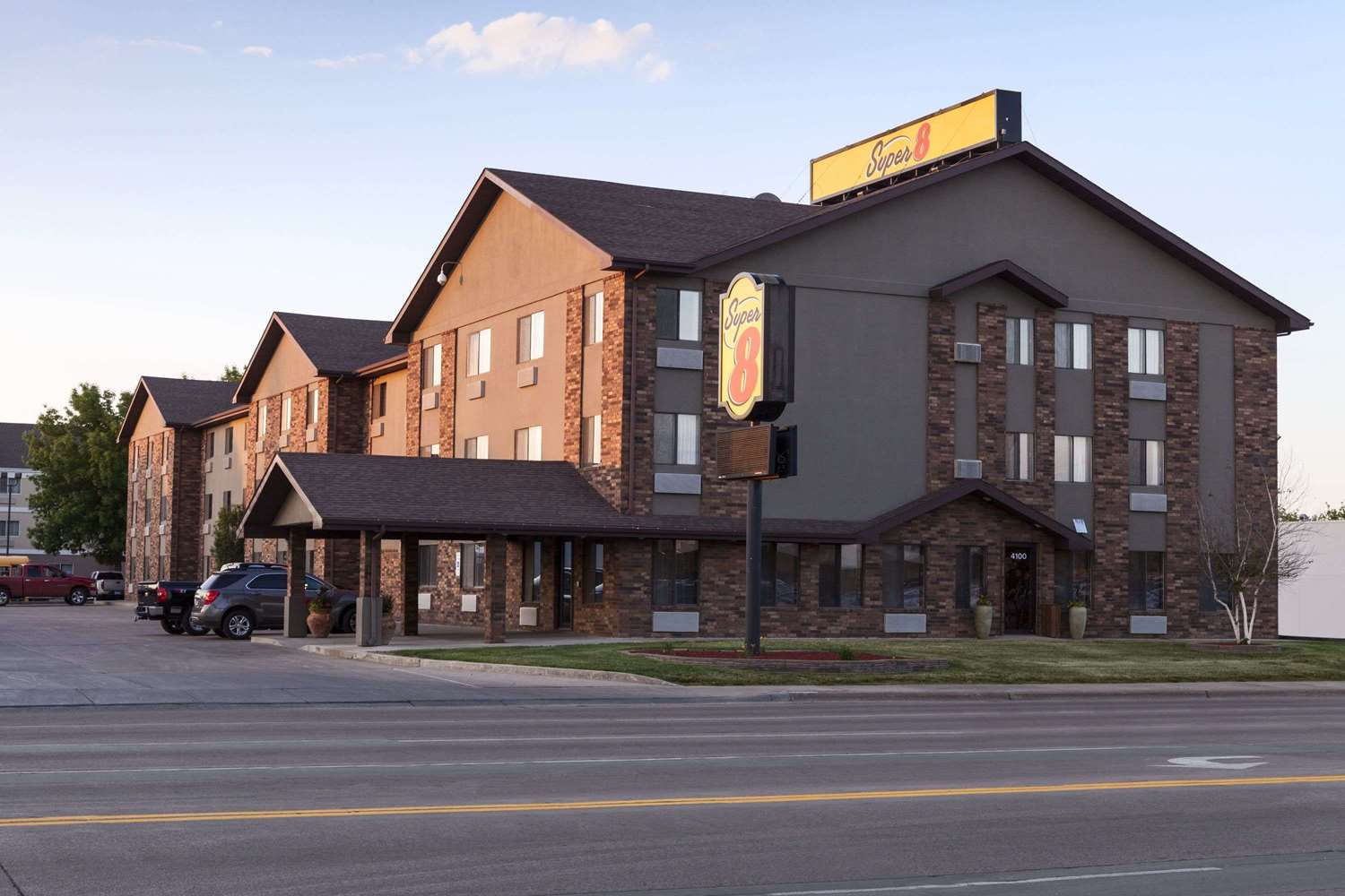 Exterior view - Super 8 Hotel 41st Street Sioux Falls