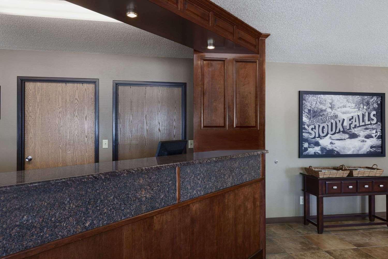 Lobby - Super 8 Hotel 41st Street Sioux Falls