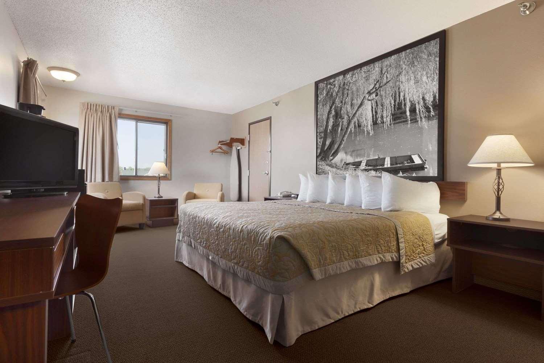 Room - Super 8 Hotel 41st Street Sioux Falls
