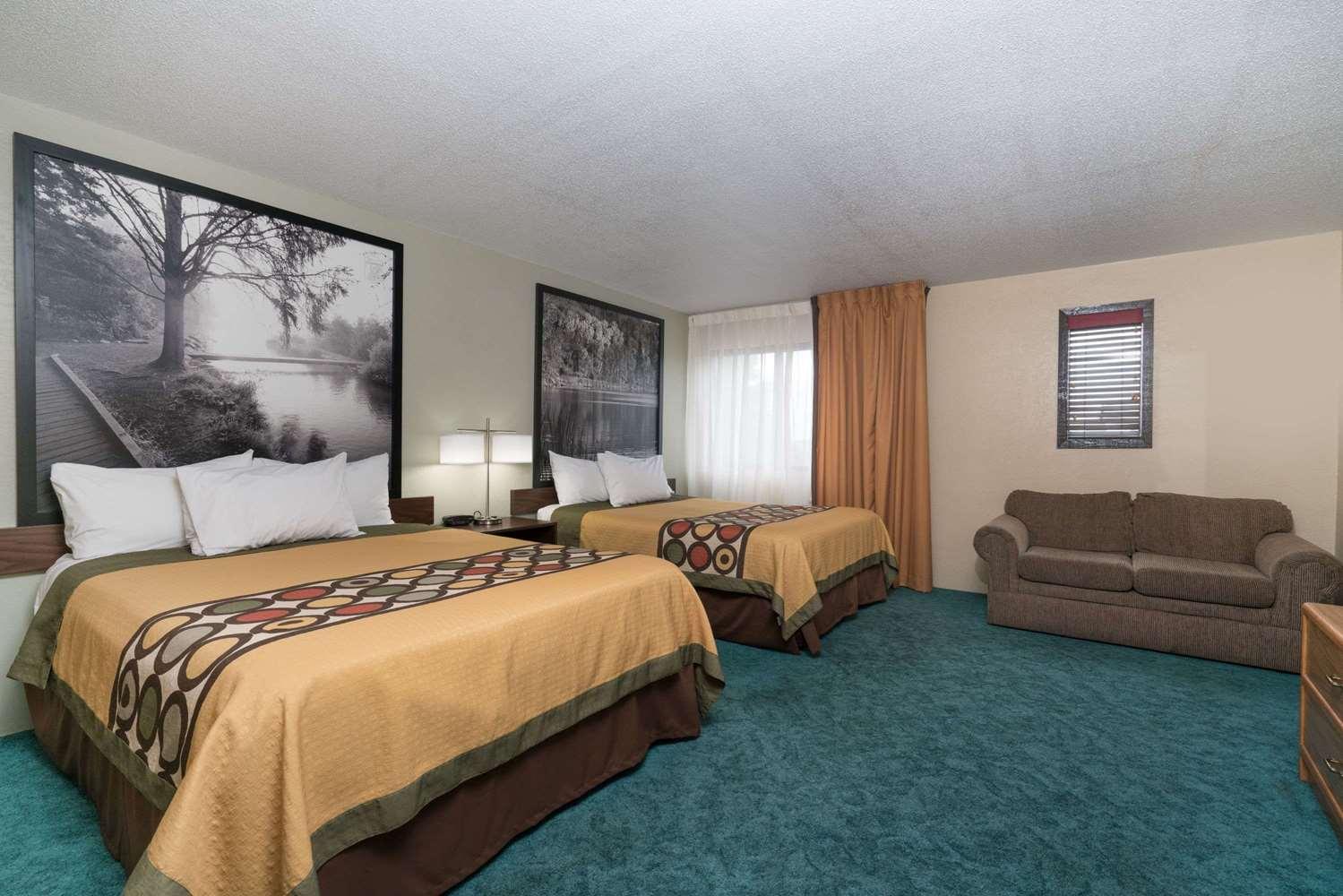 Room - Super 8 Hotel Alexandria