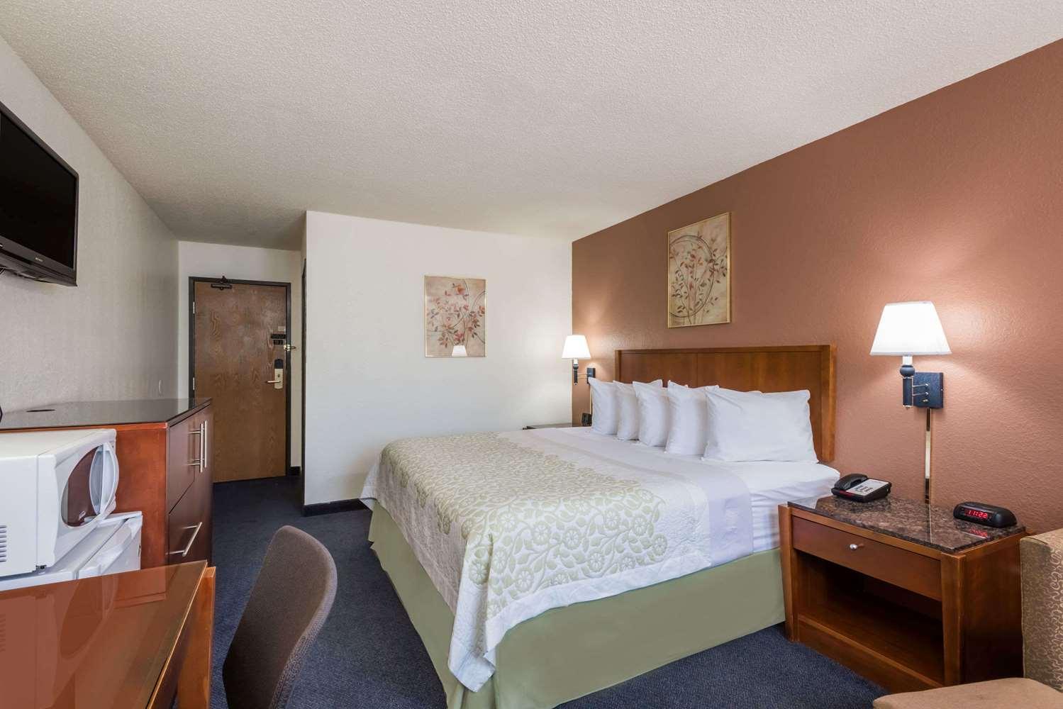 Room - Days Inn Greenfield