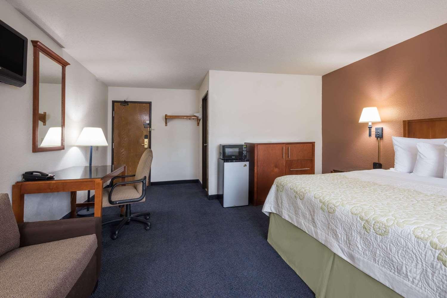 Suite - Days Inn Greenfield