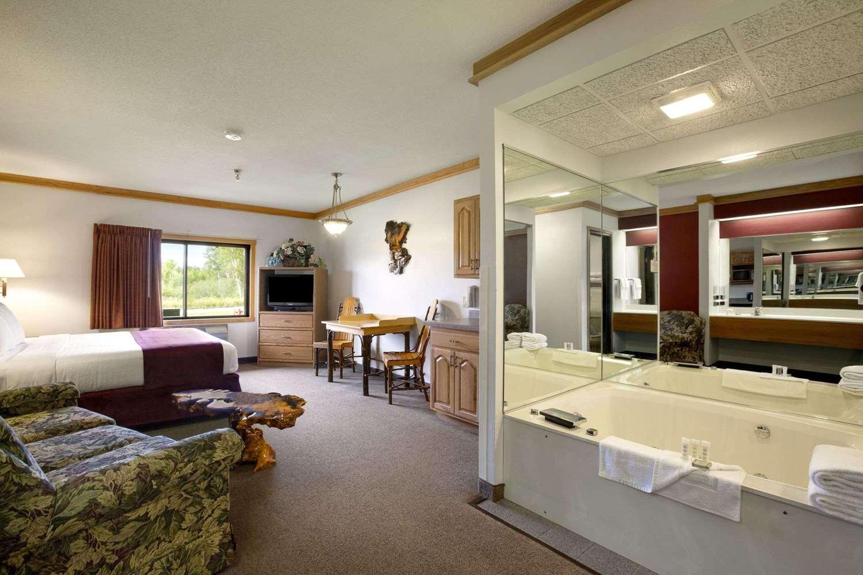 Suite - Super 8 Hotel Eveleth