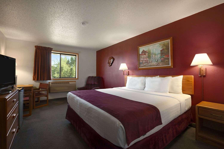 Room - Super 8 Hotel Eveleth