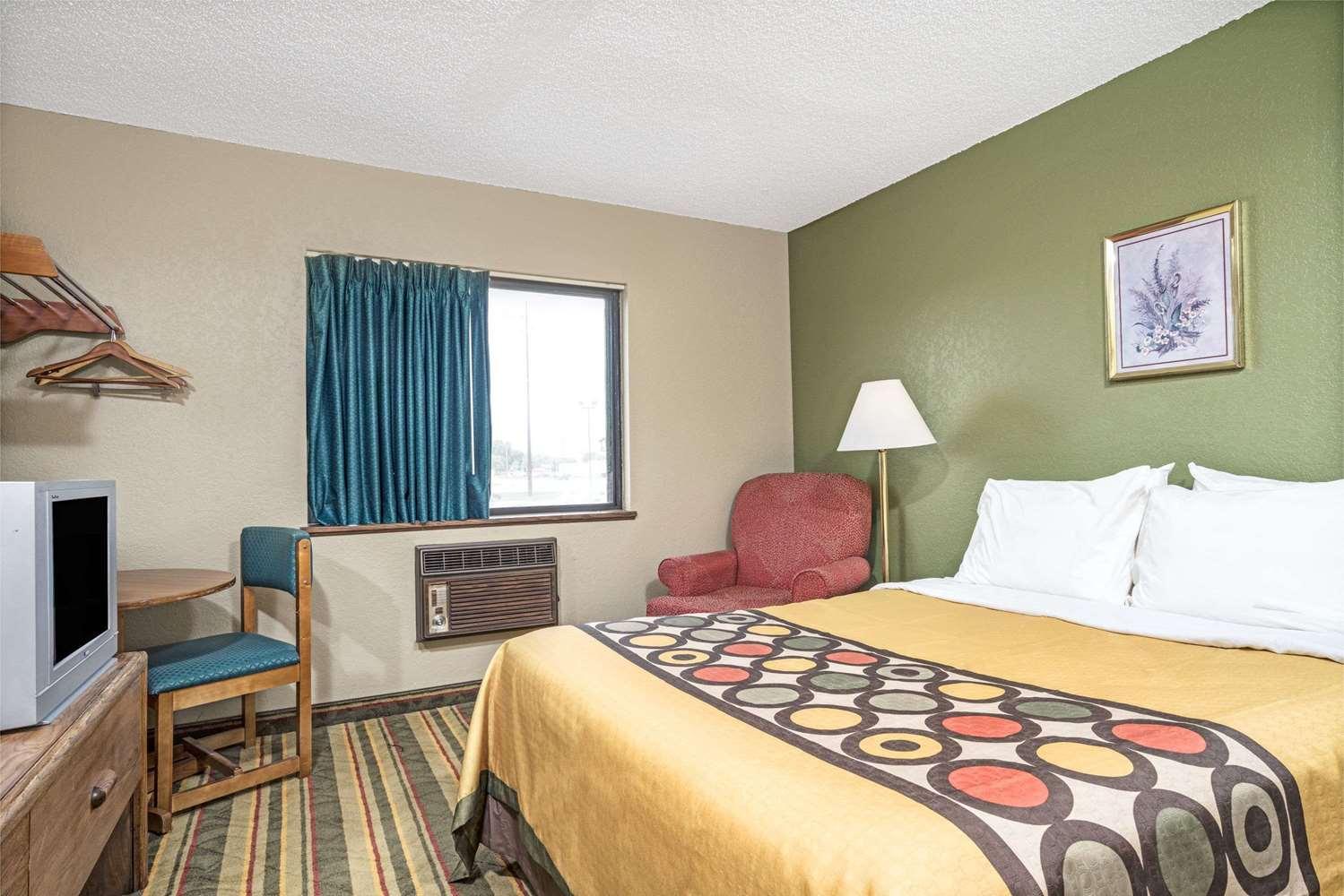 Room - Super 8 Hotel Glencoe