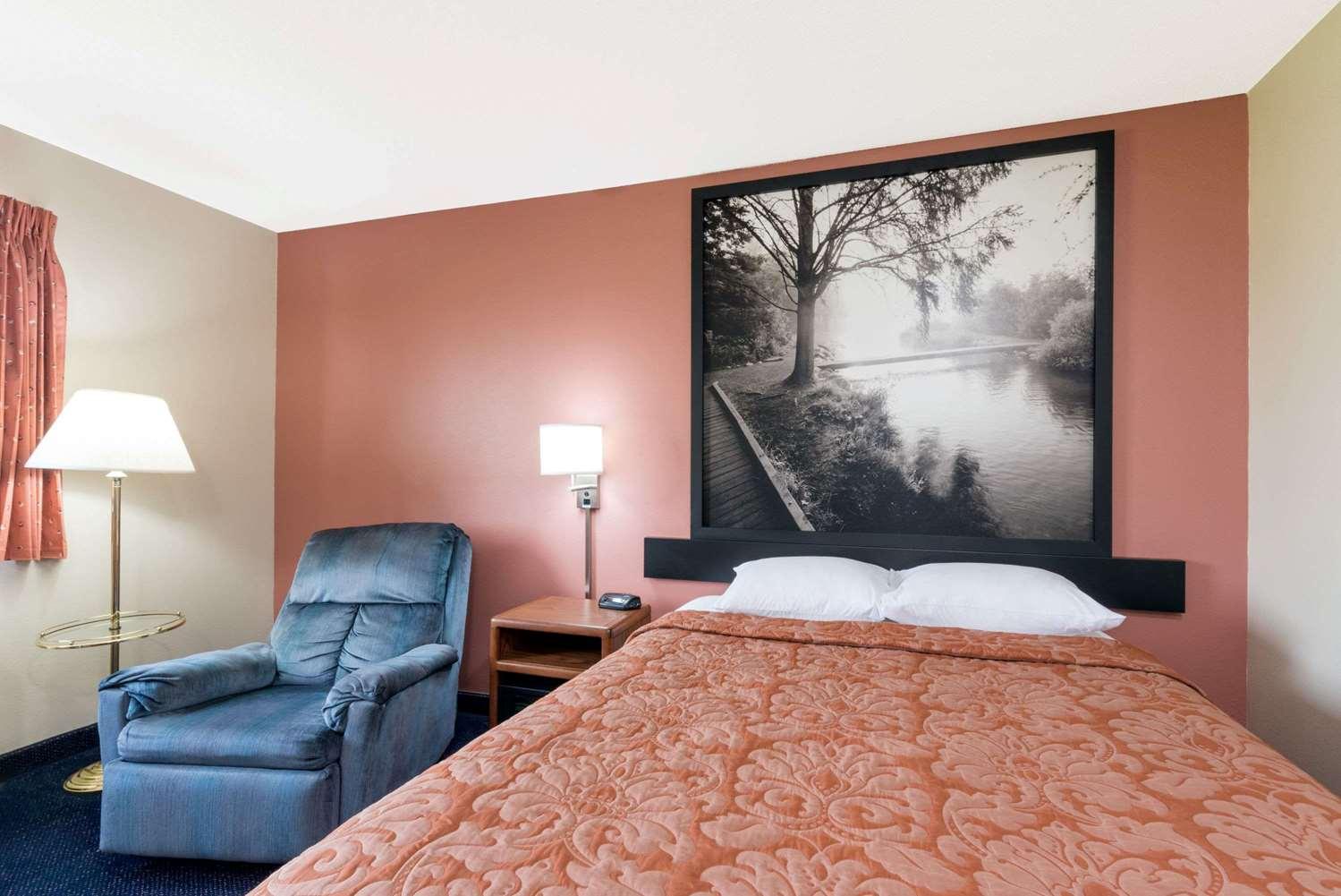 Room - Super 8 Hotel Perham