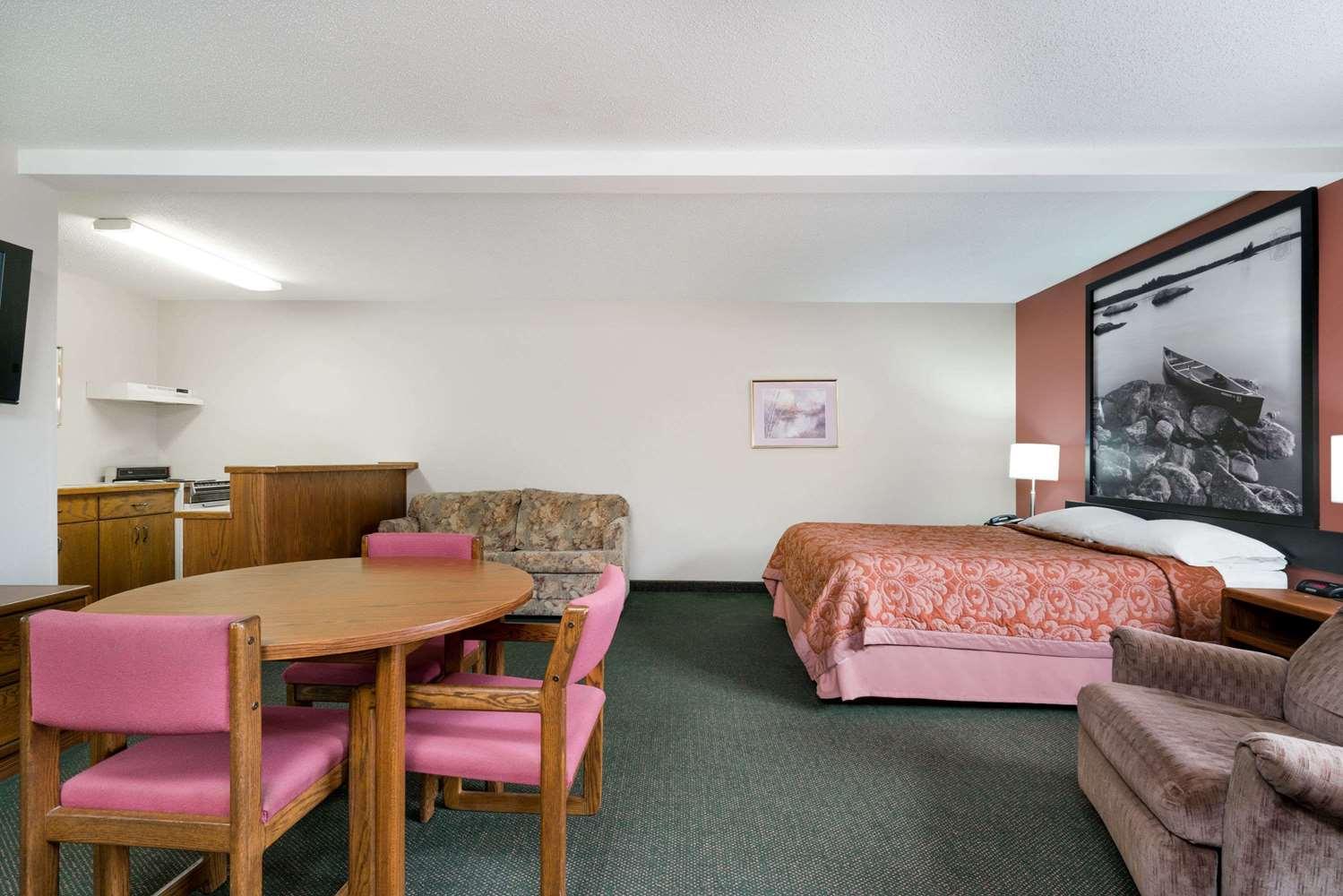 Suite - Super 8 Hotel Perham