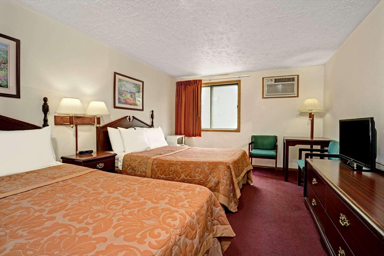 Room - Super 8 Hotel Chaska