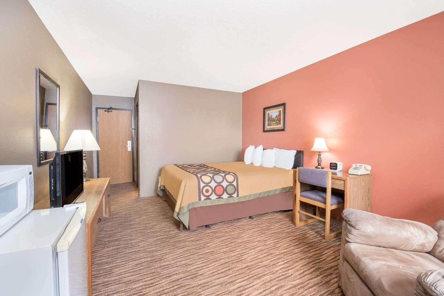 Room - Super 8 Hotel Warroad