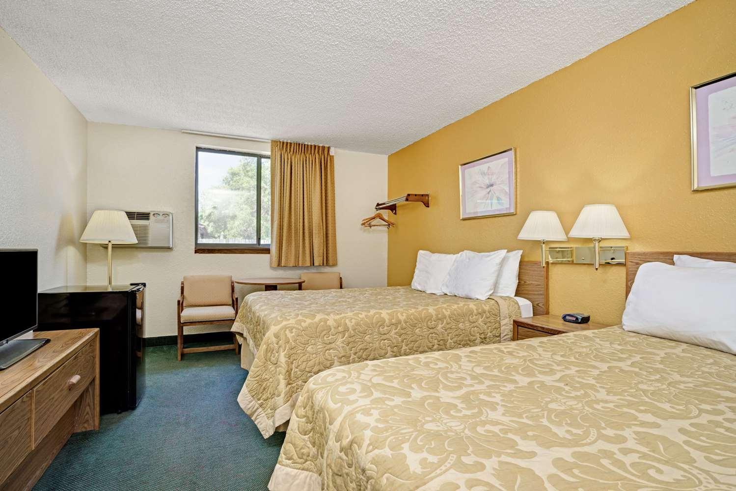 Room - Super 8 Hotel Moorhead