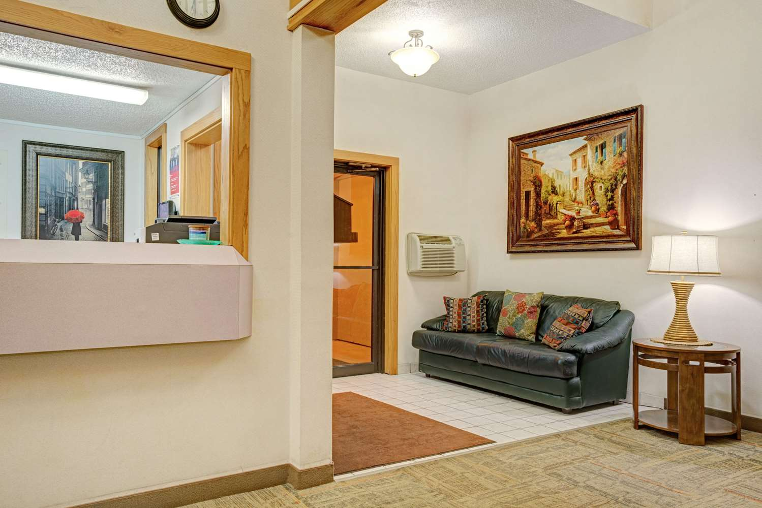 Lobby - Super 8 Hotel Moorhead