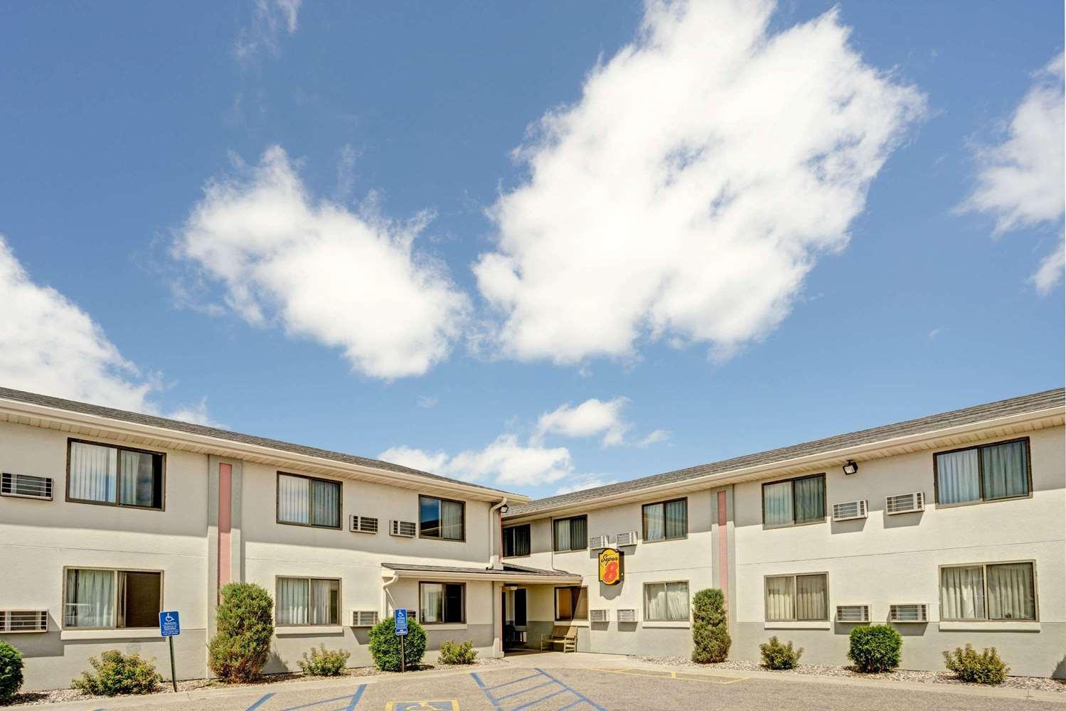 Exterior view - Super 8 Hotel Moorhead