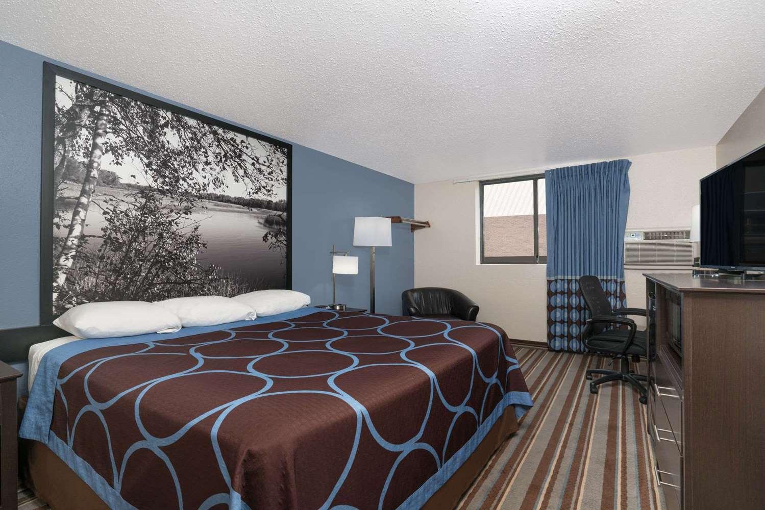 Room - Super 8 Hotel Willmar