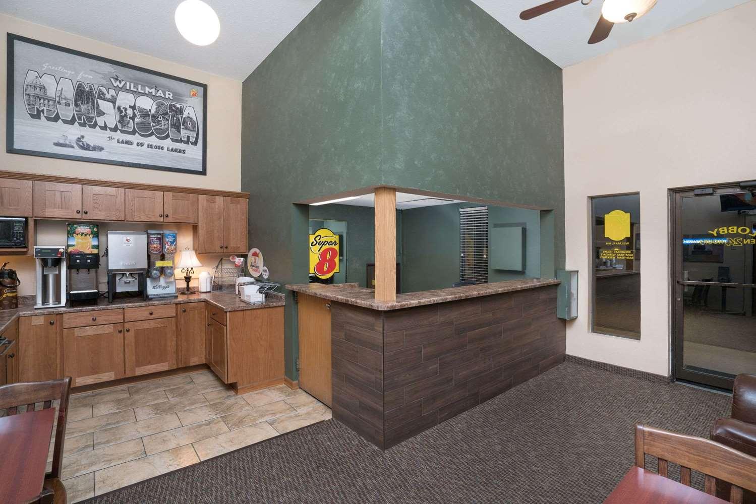 Lobby - Super 8 Hotel Willmar
