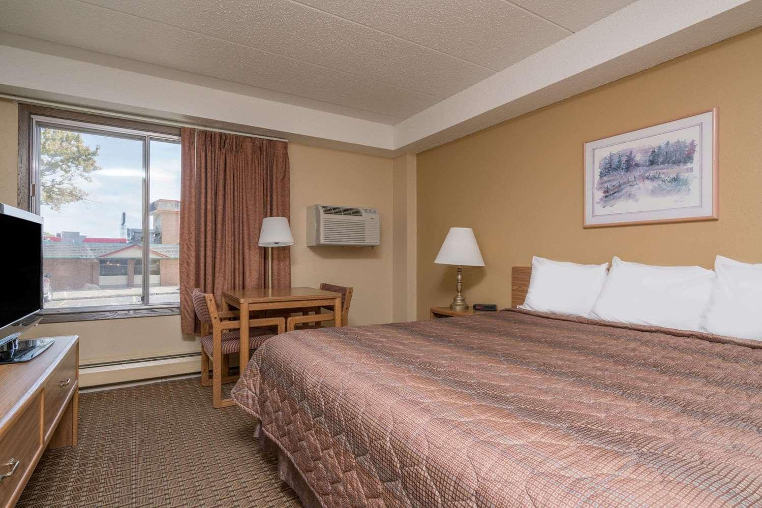 Room - Super 8 Hotel Owatonna