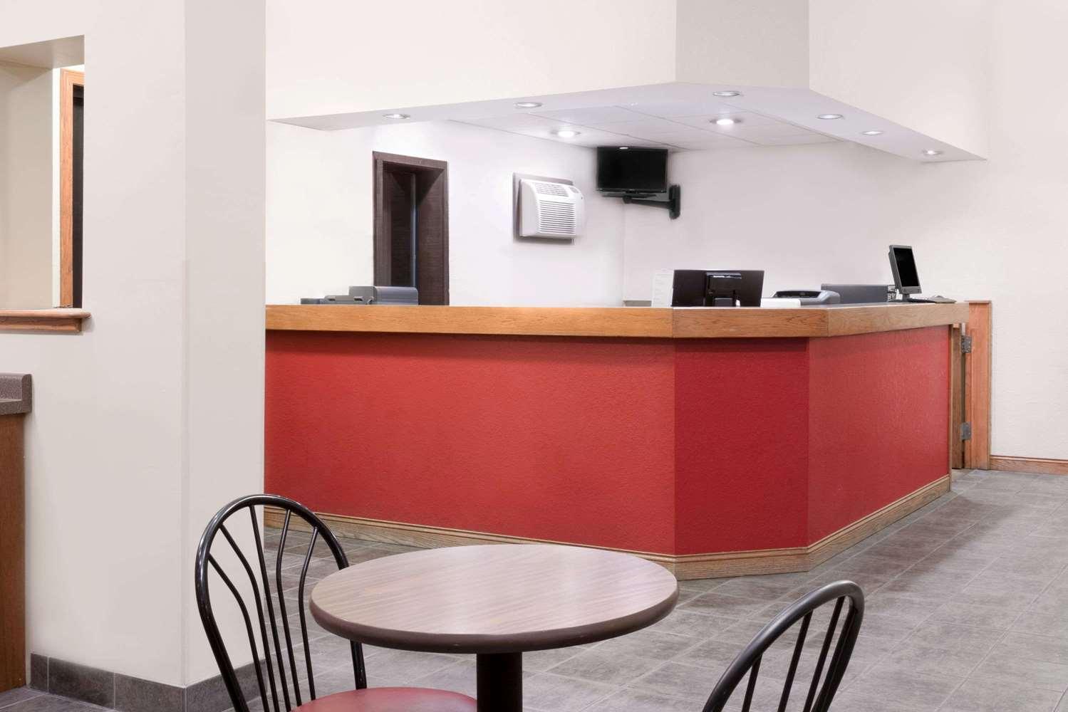 Lobby - Super 8 Hotel Winona