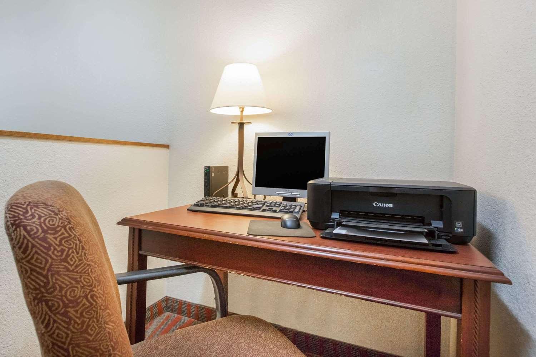 Conference Area - Super 8 Hotel Fairmont
