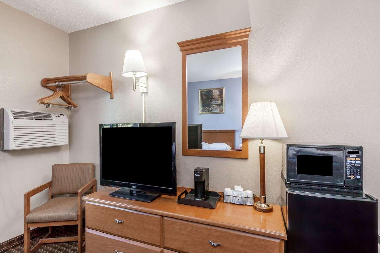Amenities - Super 8 Hotel Johnstown