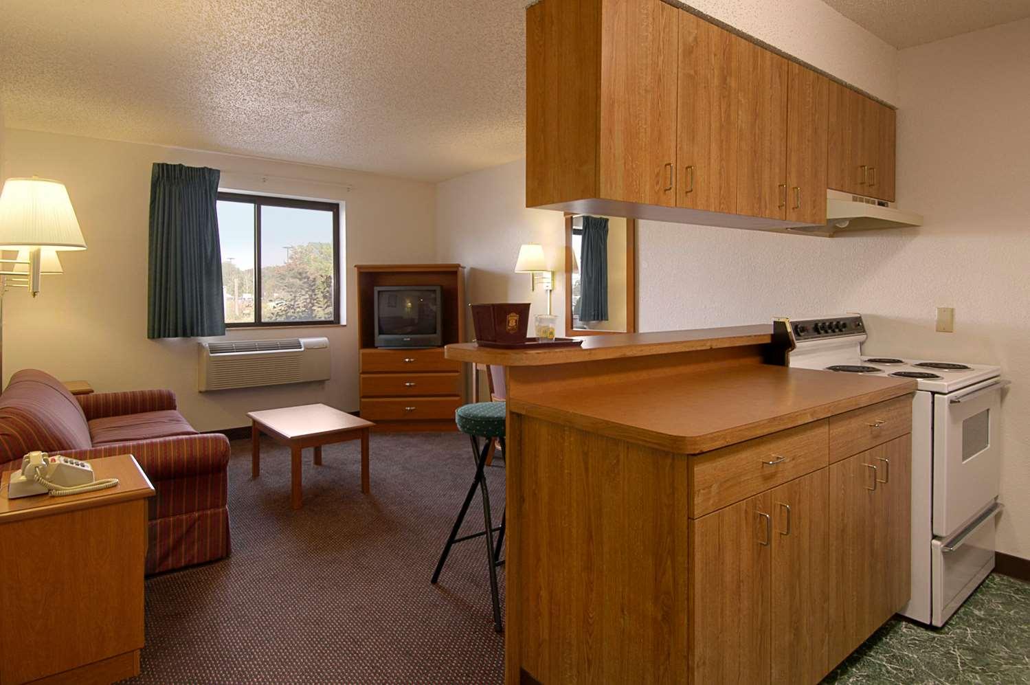 Suite - Super 8 Hotel Pulaski