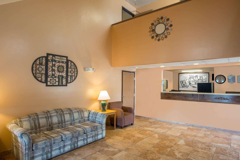 Lobby - Super 8 Hotel Sun Prairie