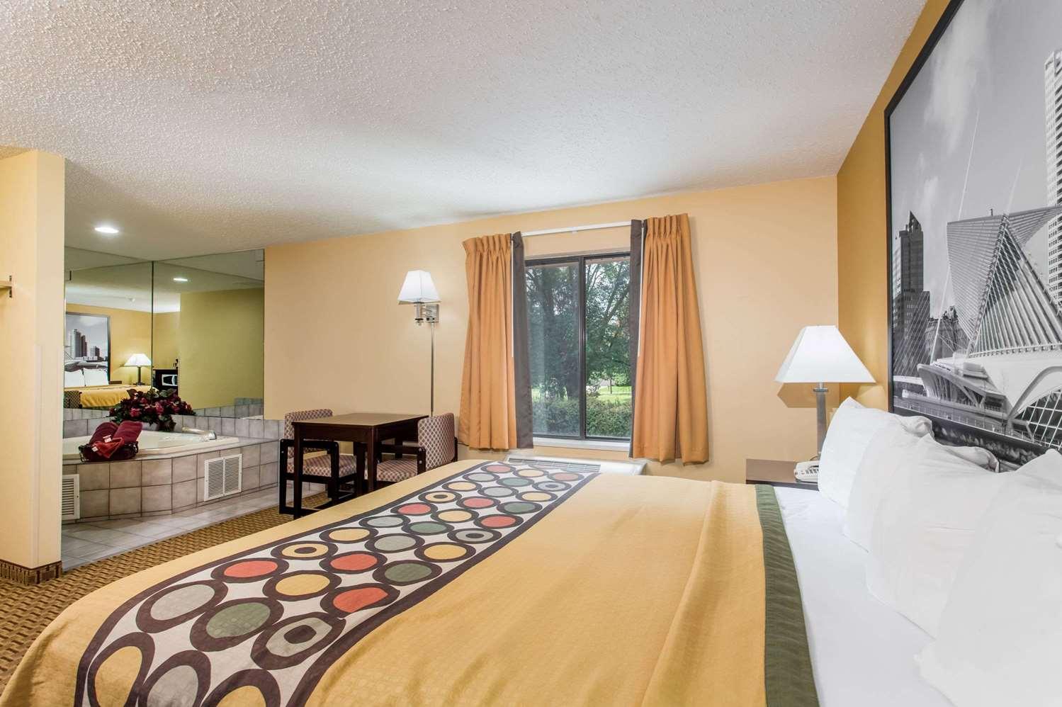 Room - Super 8 Hotel Sun Prairie