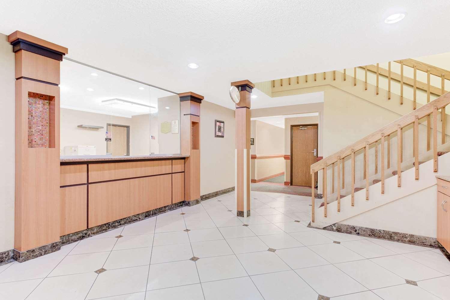 Lobby - Super 8 Hotel Kutztown