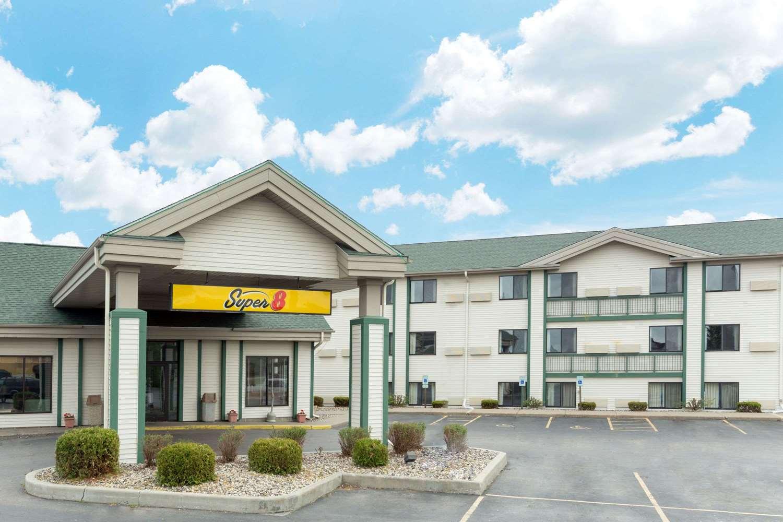Exterior view - Super 8 Hotel Wisconsin Dells