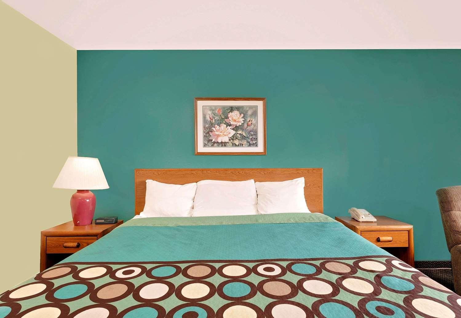 Room - Super 8 Hotel South Carlisle