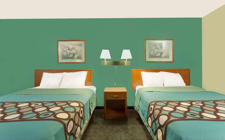 Suite - Super 8 Hotel South Carlisle