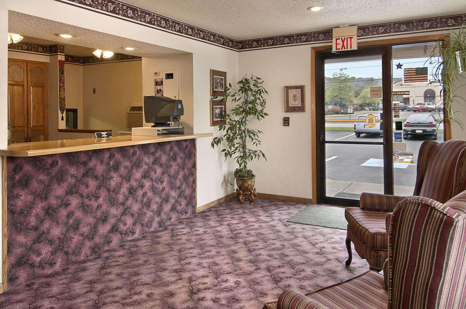 Lobby - Super 8 Hotel Butler