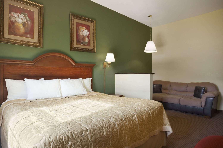 Suite - Super 8 Hotel Mifflinville