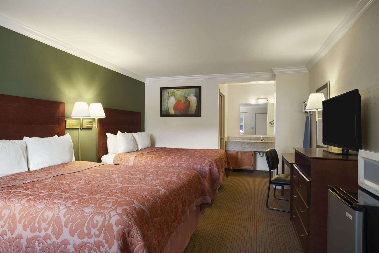 Room - Super 8 Hotel Mifflinville