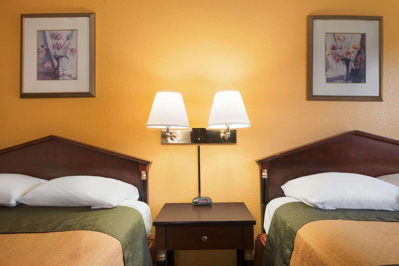 Room - Super 8 Hotel Brookville