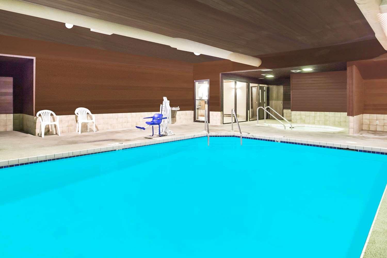 Pool Super 8 Hotel Wautoma