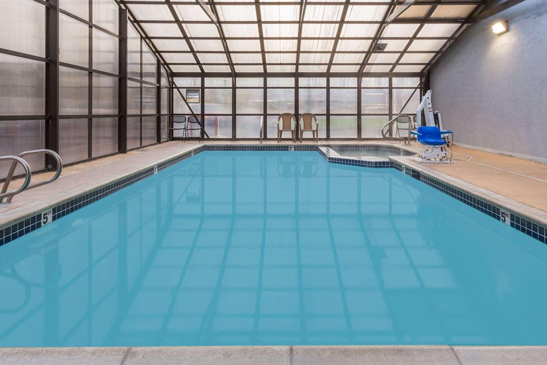 Pool - Super 8 Hotel Logan