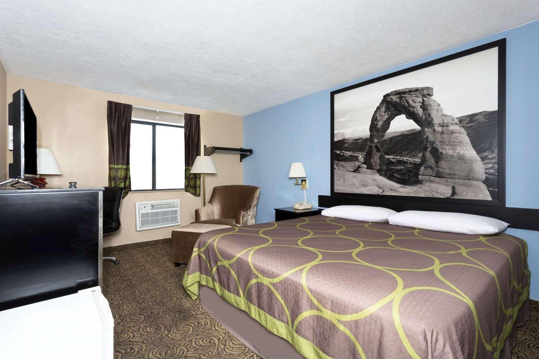 Room - Super 8 Hotel Logan