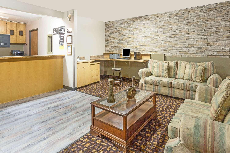 Lobby - Super 8 Hotel Logan