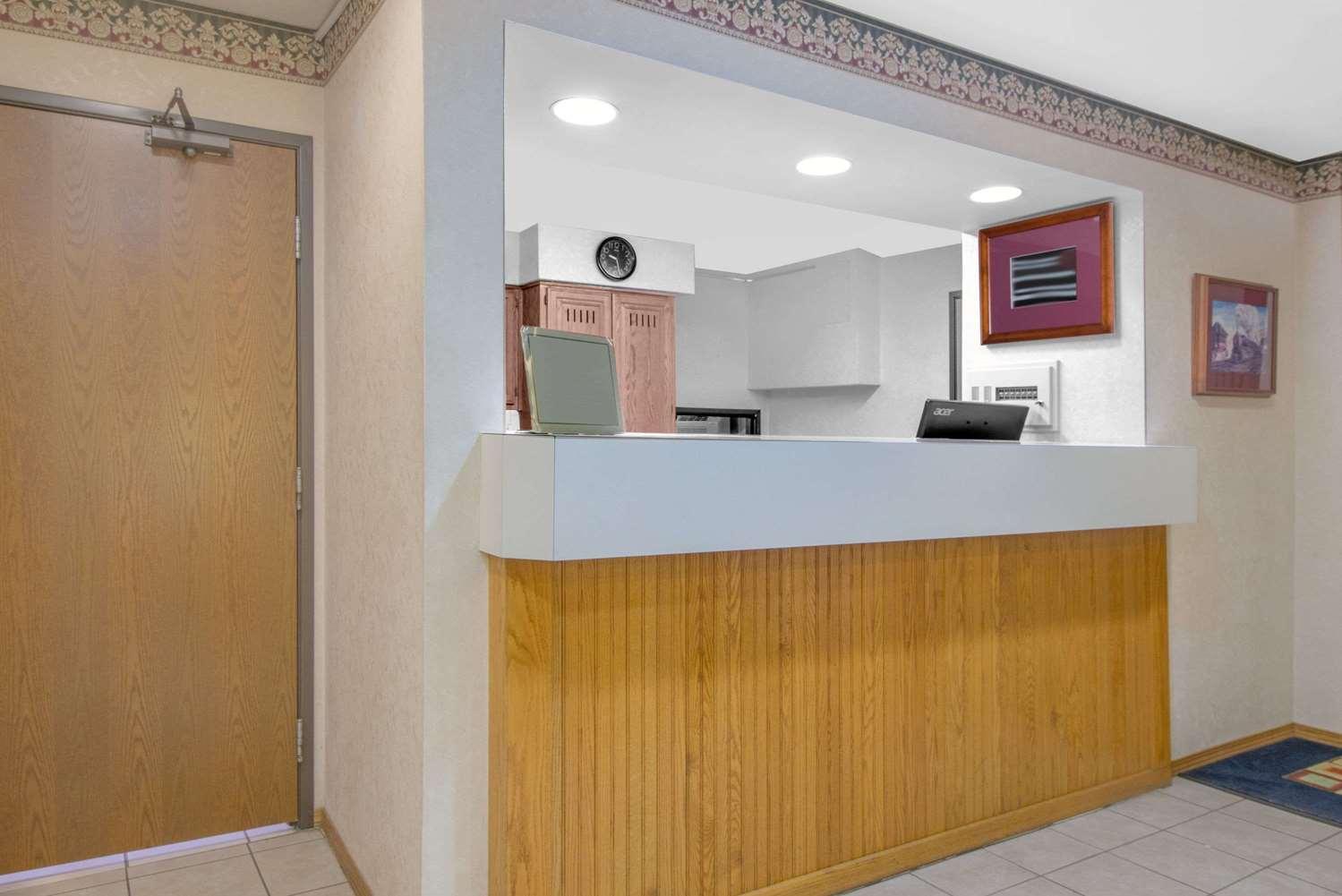 Lobby - Super 8 Hotel Altoona