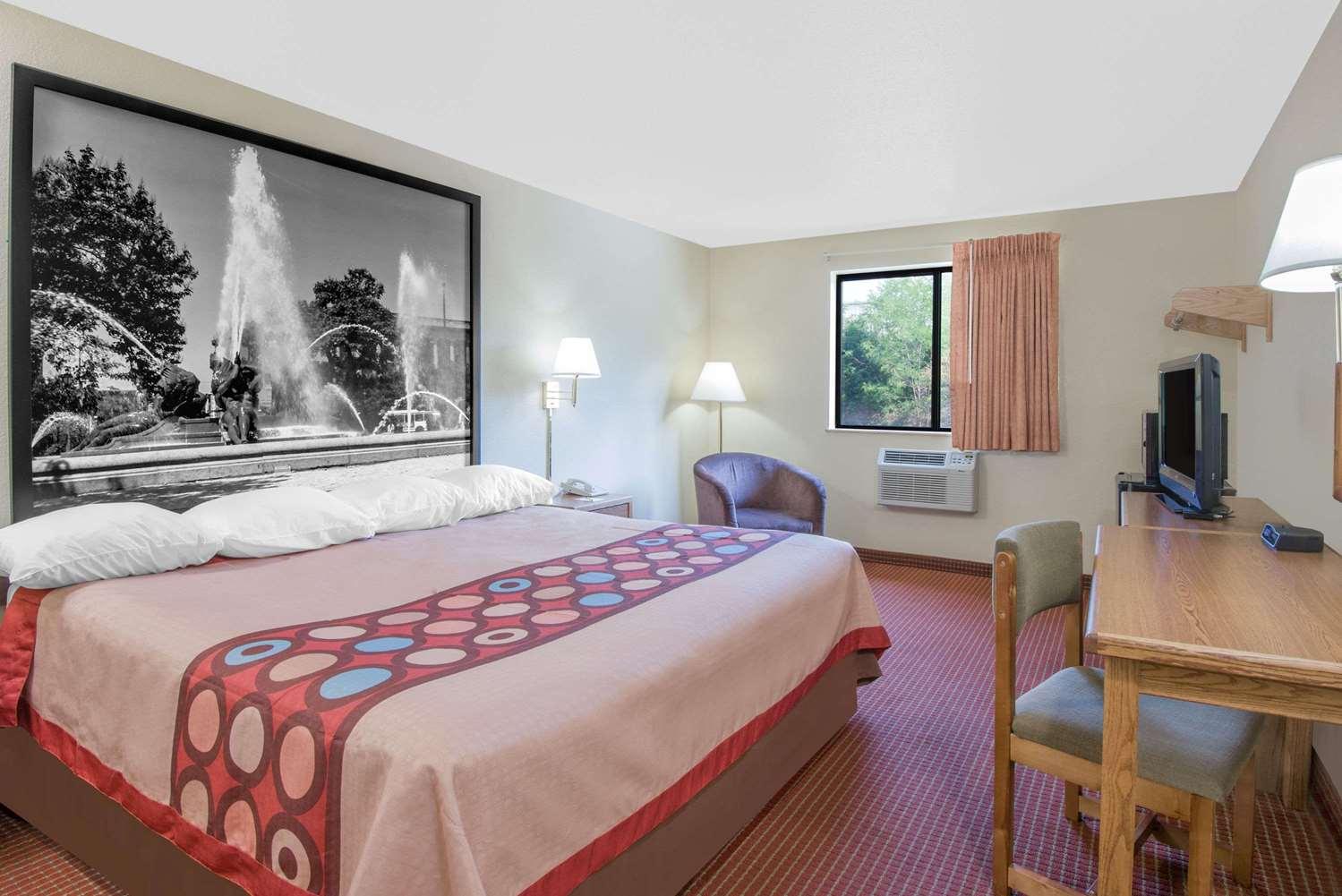 Room - Super 8 Hotel Altoona