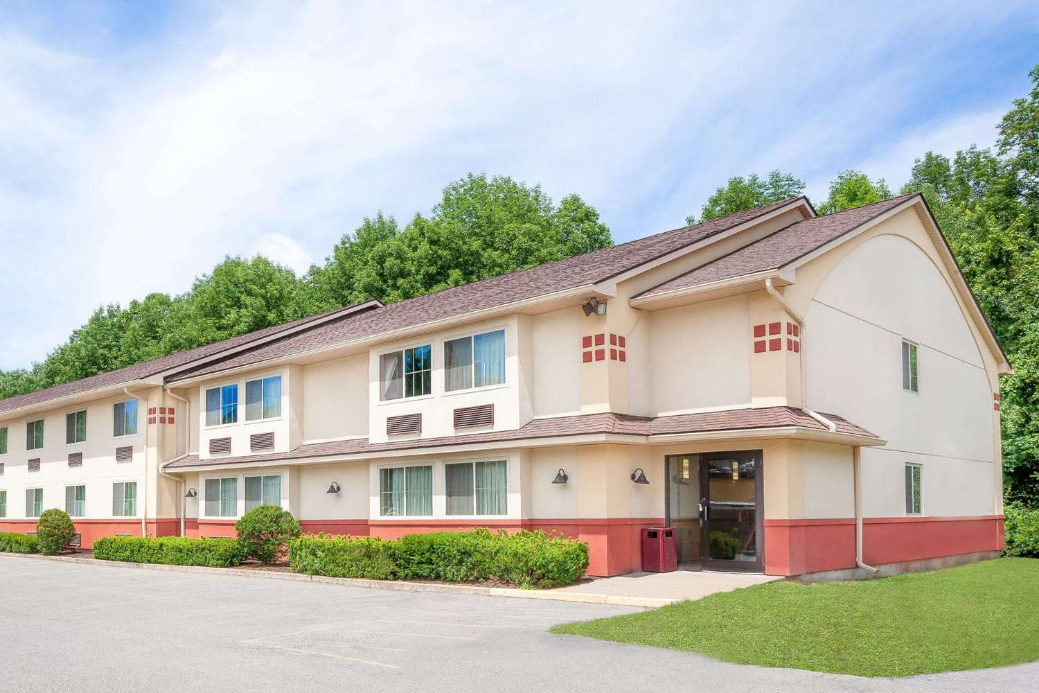 Exterior view - Super 8 Hotel Oneonta