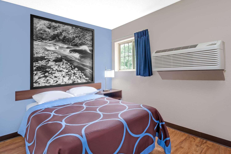 Suite - Super 8 Hotel Oneonta