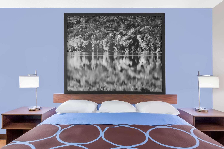 Room - Super 8 Hotel Oneonta