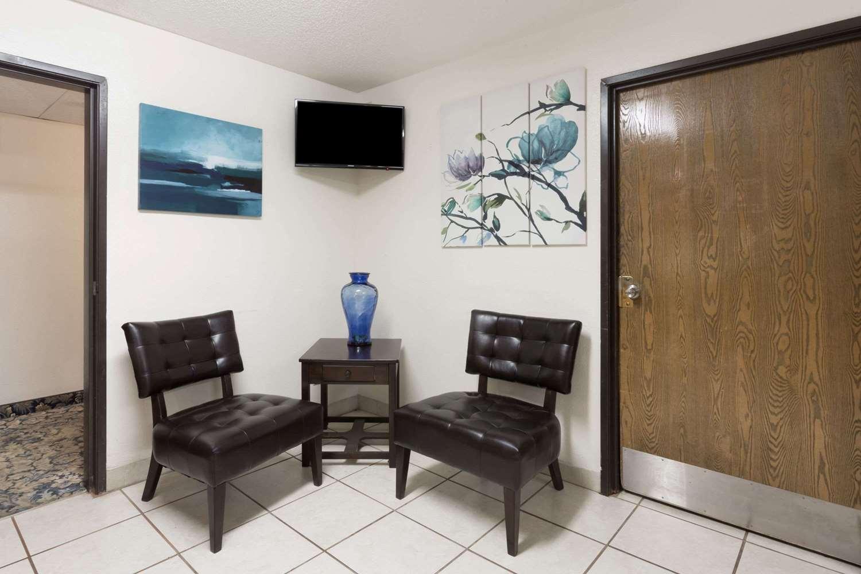 Lobby - Super 8 Hotel Hampton
