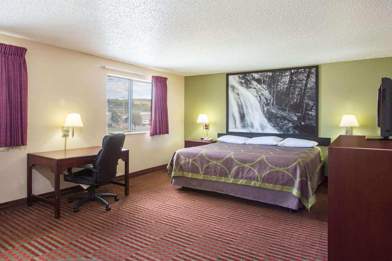 Suite - Super 8 Hotel Harrisonburg