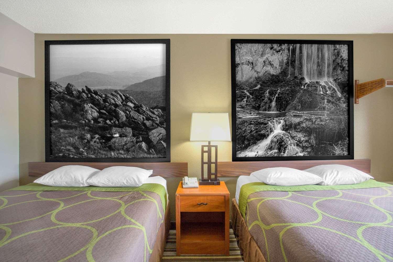 Room - Super 8 Hotel Abingdon