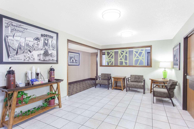 Lobby - Super 8 Hotel Norton