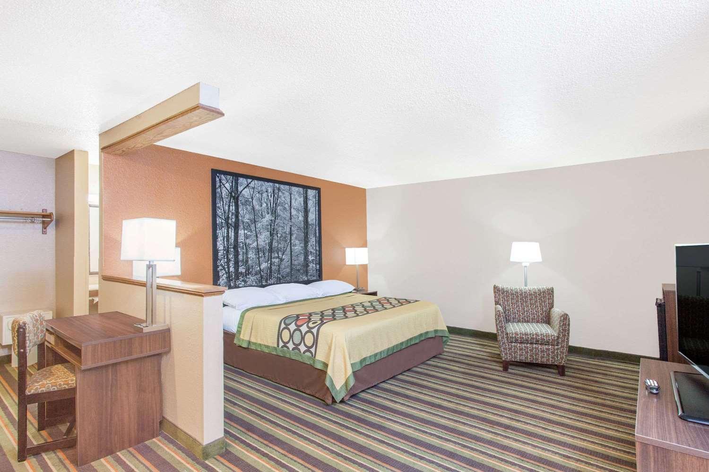 Suite - Super 8 Hotel Norton
