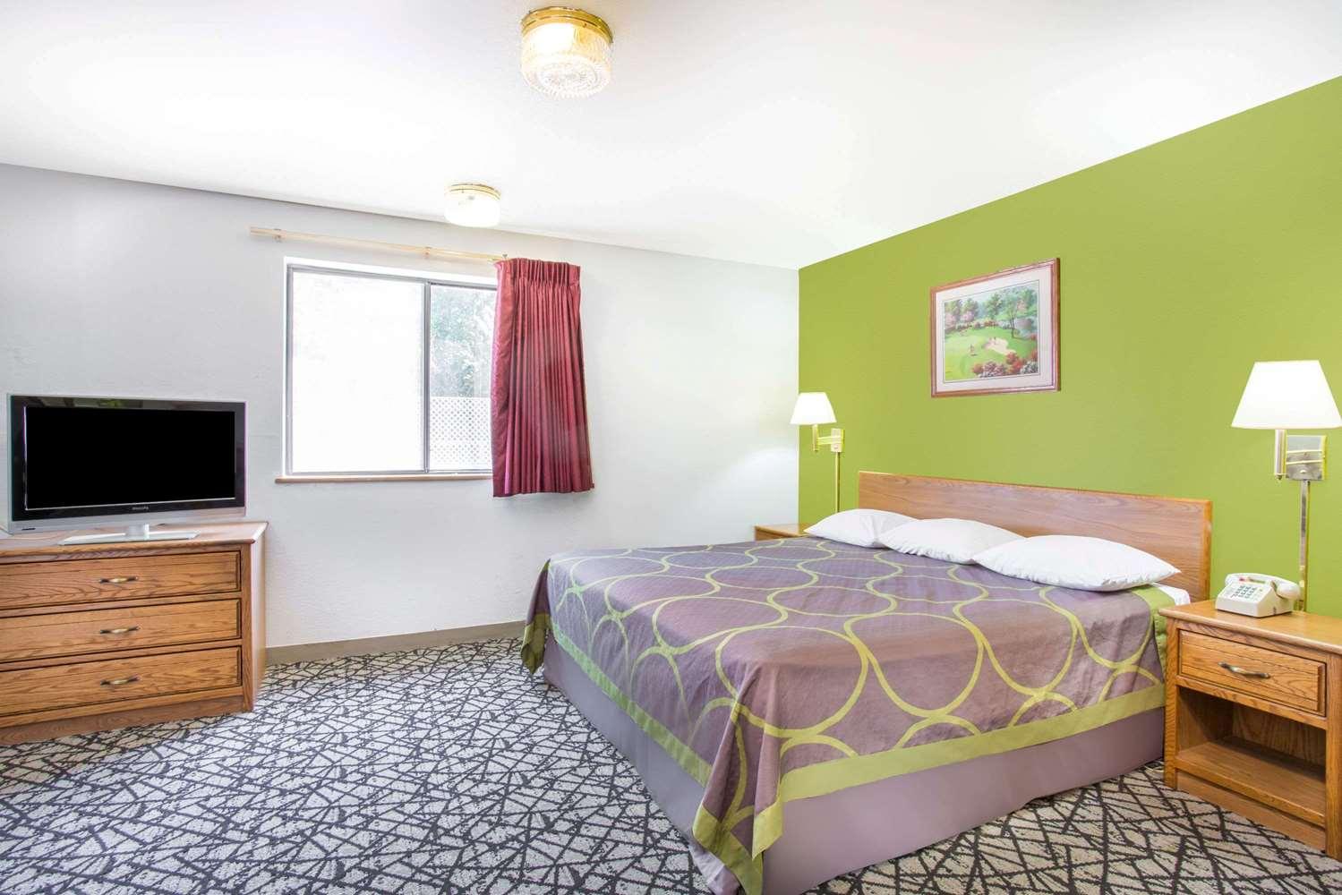 Room - Super 8 Hotel Broad Street Richmond