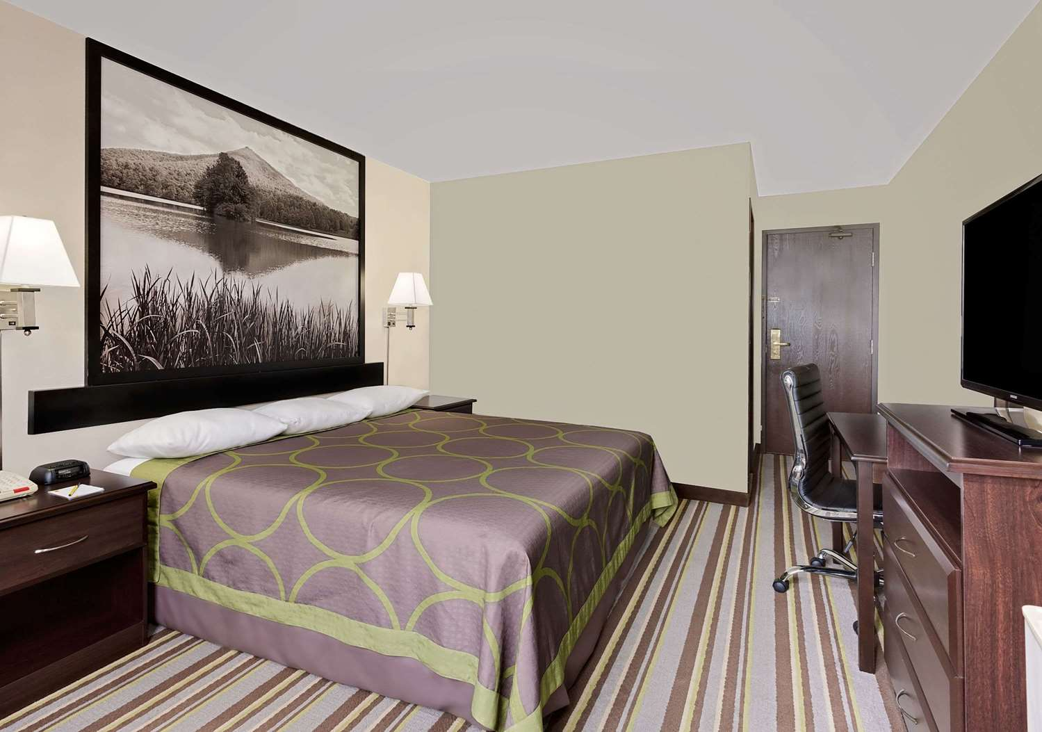 Room - Super 8 Hotel Waynesboro